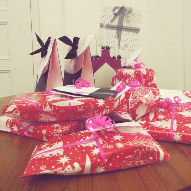Nyt on lahjat paketoitu! Kiitos kaikille pikkutontuille avusta joulupuukerys santaslittlehelpershellip